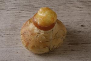 スモークチーズ飛び出すディルのパン
