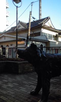 栗の湯犬像