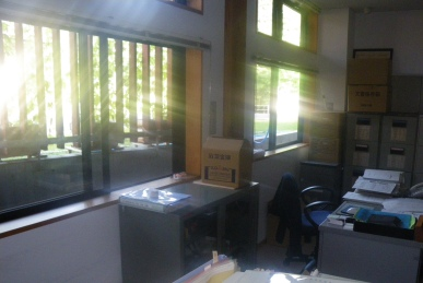 朝のオフィス
