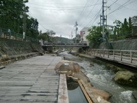 10月1日足湯は川沿い