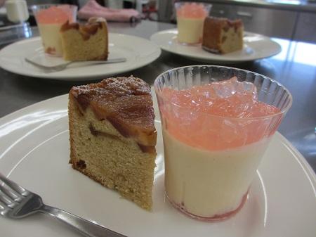 カラメルりんごのケーキとババロア
