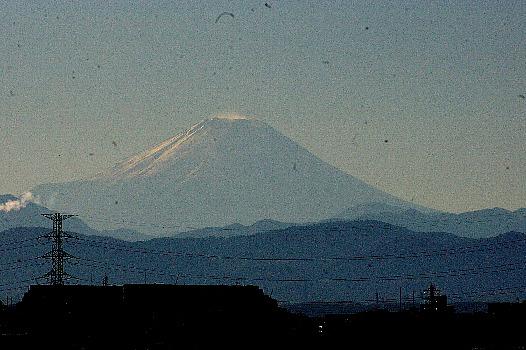 雪をかぶった11月の富士