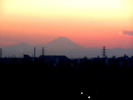 茜色に浮く富士