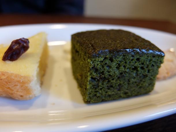 抹茶のパウンドケーキとスウィートポテトタルト