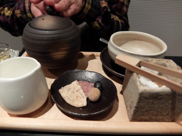 米粉ワッフルと和紅茶