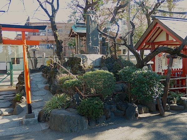 「熊野神社の富士塚」