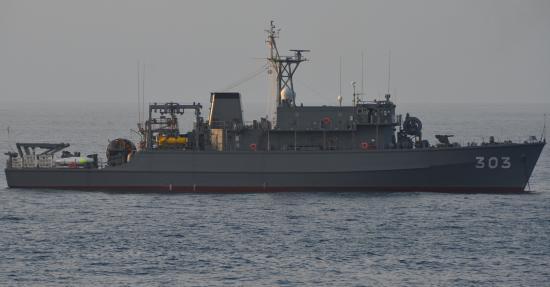 掃海艦はちじょう(MSO-303)1,000t 掃海隊群第51掃海隊所属 磁気反応型機雷を避けるため木造