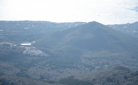 岳ノ平(231m) Y4(1421年)噴火のスコリア丘 応永28年のこの噴火はシガラミ モッコク 大穴 小穴 イマサキと約4kmの噴火割れ目を形成した