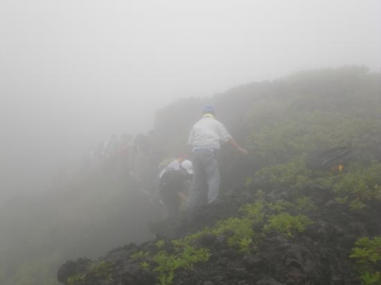 濃霧で手さぐり状態