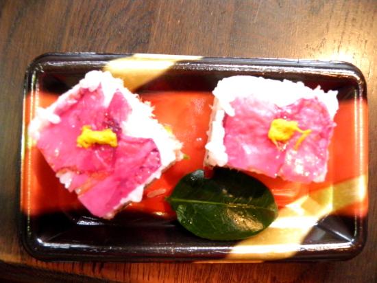 椿の花びら 押し 寿司
