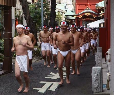 神社を一周