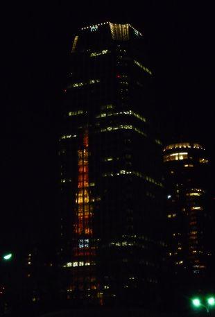 森タワーに映るタワー