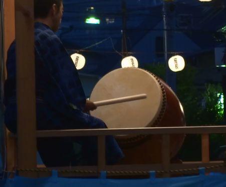 太鼓もゆっくりと音頭を取る