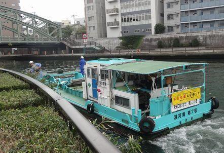 隅田川の清掃船