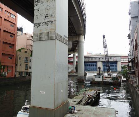 竪川と水門