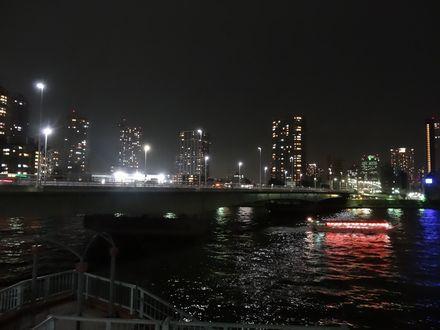 隅田川の川面に歌が響く