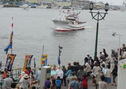 大漁旗パレード