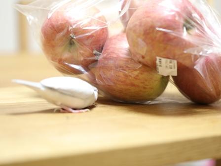未 セサミ りんご フルーツ 台所 (1)