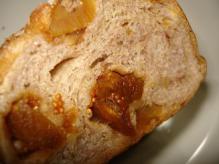 杏と無花果のライ麦パン断面