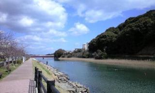 川と青空 1