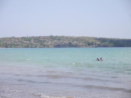 クラトン ホテル前の海