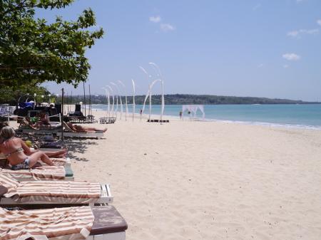 クラトン前のビーチ