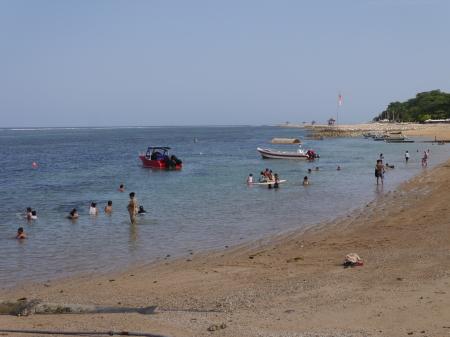 サヌールの海