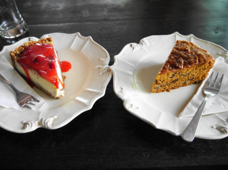 カフェ・バトゥジンバーのケーキ