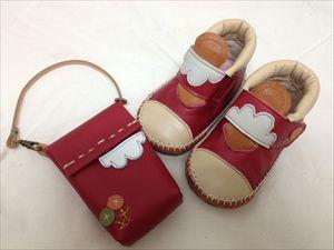 赤い靴と携帯ケース_R