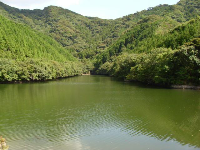 長崎市そばのある堤