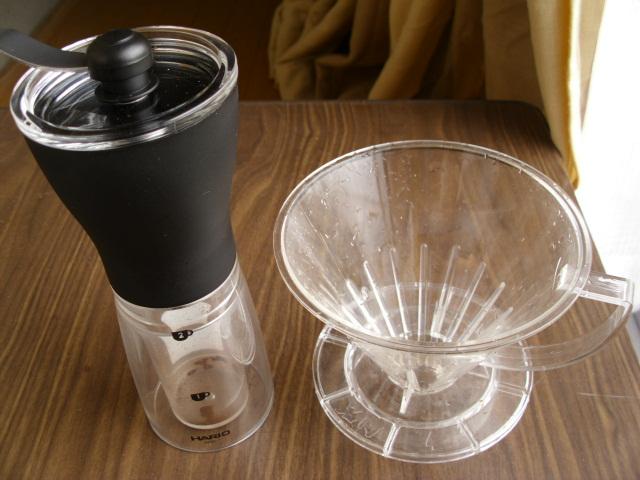 コーヒーミルとドリッパー