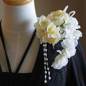 ローズとオーガンジーデルフィニュームの結婚式コサージュ
