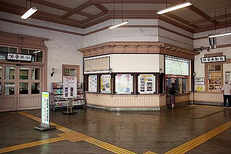 駅の中へ♪