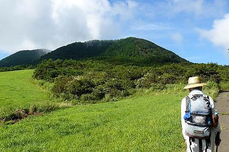 草原の横を通って倉木山へ♪