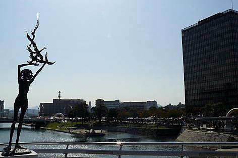 彫刻と市役所♪