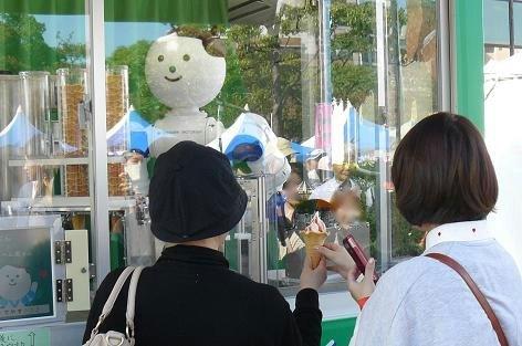 ソフトクリームのロボットです♪