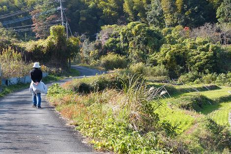 里山へと歩きます♪