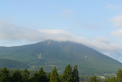 青い空と白い雲の涌蓋山♪