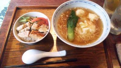 黒龍天神楼ランチ麺セット980円雲呑麺Sとチキンのせご飯