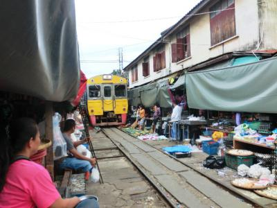 タイ20120630メークローン市場へ遠足