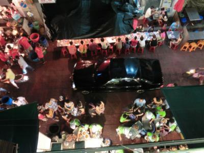 タイ20120630T&K調理場からカゴで