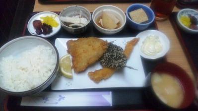 ゆうらく日替り定食500円魚フライ201200829
