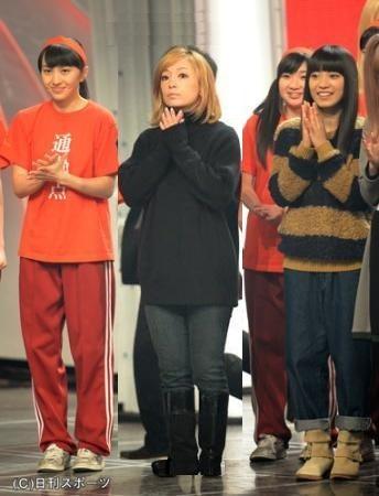 NHK紅白歌合戦リハーサルの浜崎あゆみ、ヒールを無くした画像