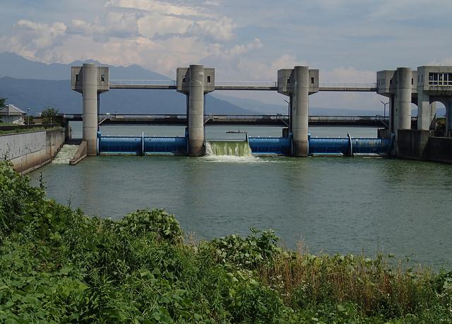 001諏訪湖から流れ出す、岡谷