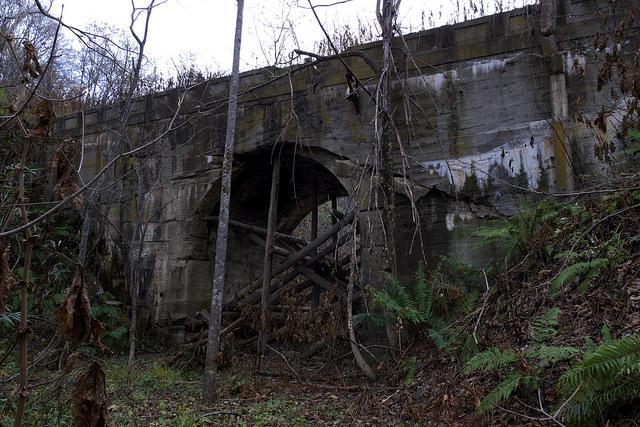 ⑬同崩壊寸前の橋