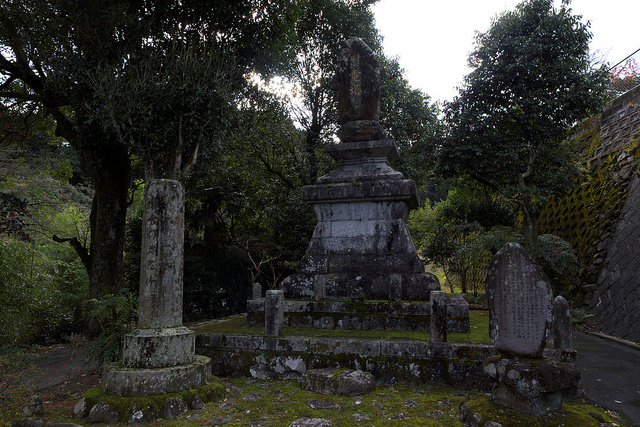 ②彦山慰霊碑