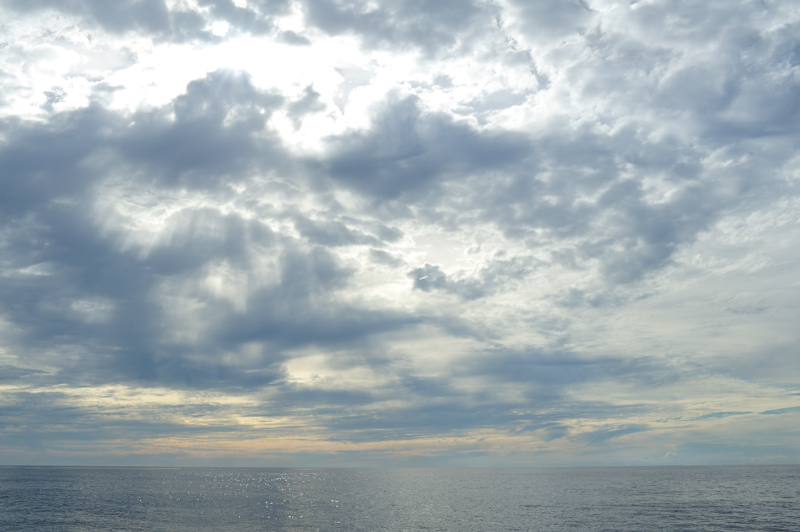 豆南諸島の朝焼け