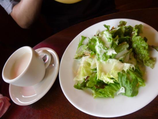 サラダと冷製スープ