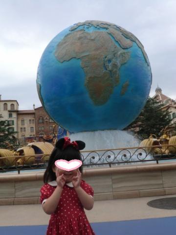 20121012 ディズニーシー ③大きな球体の前で (480x640)