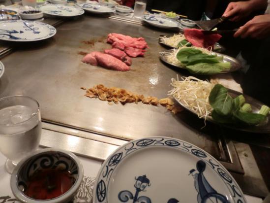 神戸牛 目の前で焼いてくれます